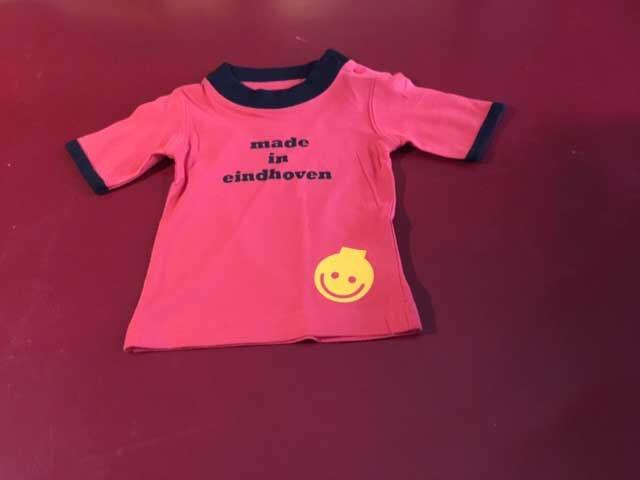 Baby t-shirt made in eindhoven lampje onder rood