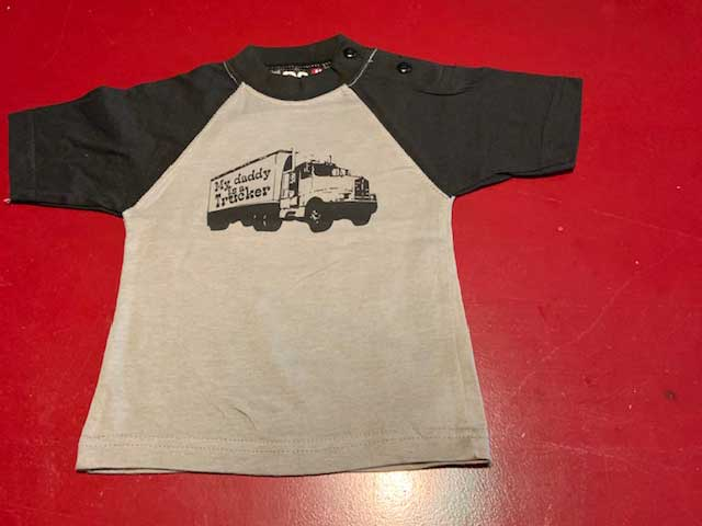 Baby t-shirt My daddy is a trucker