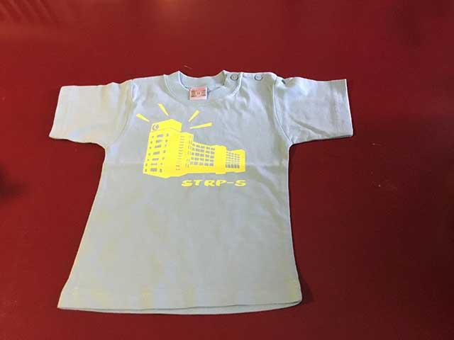 Baby t-shirt STRP-S geel op lichtblauw