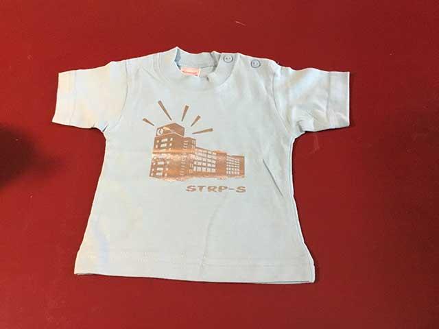 Baby t-shirt STRP-S zilver op lichtblauw